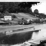 1920s. Lerryn River, half tide. View upstream showing new Tivoli Quay in foreground. Tanglewood, Woodview cottage (preceding Little Quay), cultivated areas.