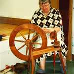 Aug 2000. Lerryn Arts & Crafts Exhibition. Sue Gillies demonstrating spinning.